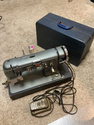 Vintage Kenmore metal body sewing machine in case works great for Sale in Columbus, OH