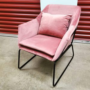 Chic modern lounge chair for Sale in Hyattsville, MD