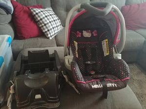 Carseat & base for Sale in McMinnville, OR