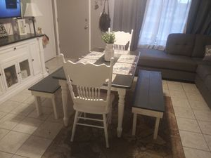 5pc farmhouse kitchen dining room table (gray top) in great condition $375/set FIRM @ 75th ave & Peoria Table H: 29.5in W: 35in L: 60in for Sale in Peoria, AZ