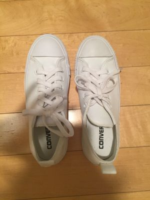 White leather all star converse - size 5 for Sale in West Los Angeles, CA