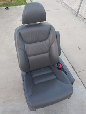 2007 HONDA ODYSSEY VAN PASSENGER SIDE FRONT SEAT COMPLETE WITH SRS SYSTEM, GREAT CONDITION READY TO USE for Sale in Bloomington, CA