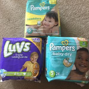 Diapers Sz 5 Luvs & Pampers for Sale in Stone Mountain, GA