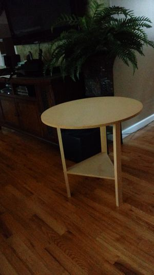 Wood Accent table for Sale in Toms River, NJ