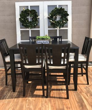 Heavy pub dining room table and 6 bar stool chairs no stains on the cushions with an extended leaf to make bigger or smaller must pay and view items for Sale in Lodi, CA