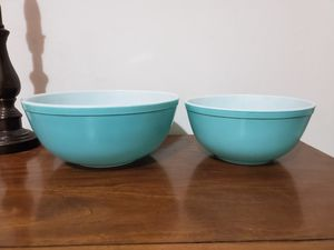 2 Pyrex bowls for Sale in Lathrop, CA