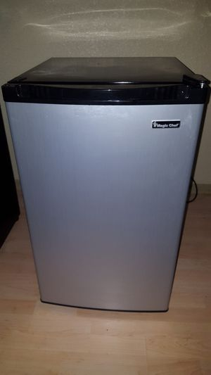 4.4 cu. ft STAINLESS STEEL COMPACT MINI REFRIGERATOR & FREEZER #HMBR440SE Magic Chef for Sale in Houston, TX