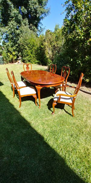 Dining rm table and 8 chairs for Sale in San Marcos, CA