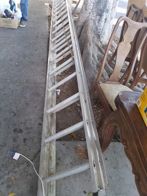 EXTENSION LADDER 40FT for Sale in Los Angeles, CA
