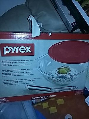Pyrex 13 piece glass mixing bowls for Sale in Hammond, IN