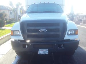 2004 Ford F-650 24' box with Caterpillar C7 diesel, Allison transmission, and Maxon 2500lb lift for Sale in Concord, CA