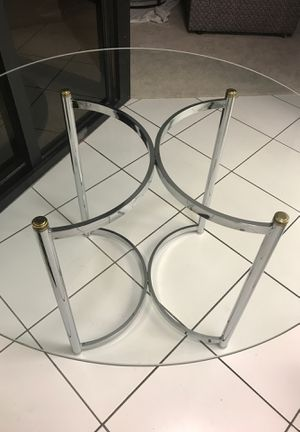 """42"""" Round Glass Top Dining Table -Base with Chrome Legs and gold accents ( Horseshoe Pattern ) 27"""" High for Sale in Miami, FL"""