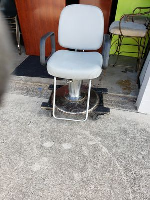 Salon Barber chair for Sale in Fort Worth, TX