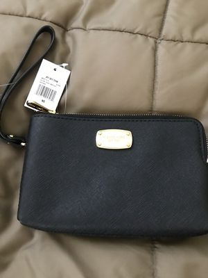 Michael Kors wallet 💯% authentic for Sale in Detroit, MI