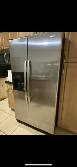 Whirlpool refrigerator excellent condition 299$ or best offer for Sale in Miami, FL