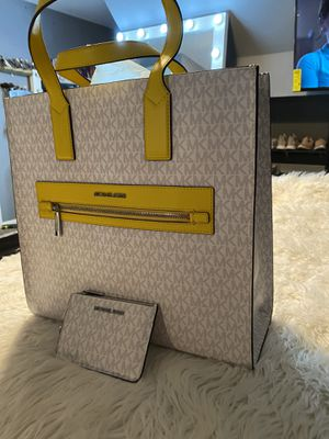 Michael Kors set new with tags for Sale in San Antonio, TX