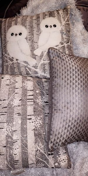 ALL 3 ACCENT PILLOWS FOR ROOM DECOR for Sale in Orlando, FL