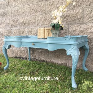 Beautiful shabby chic coffee table W/drawer for Sale in Ontario, CA