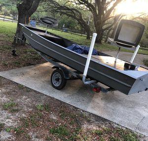 14ft aluminum boat (broken trailer axle) for Sale in Orange City, FL