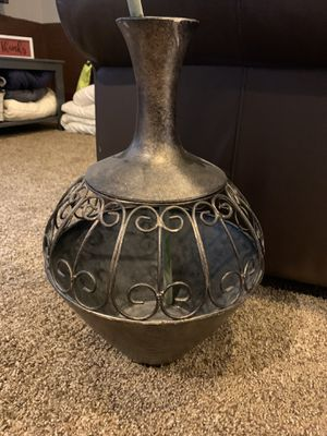 Large vase and flower for Sale in East Wenatchee, WA