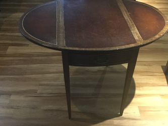 Antique Side Table for Sale in Fairmont,  WV
