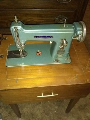 Vintage singer sewing machine. for Sale in Gladstone, MO
