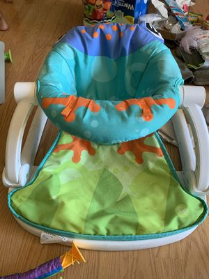 FREE baby chair for Sale in East Palo Alto, CA