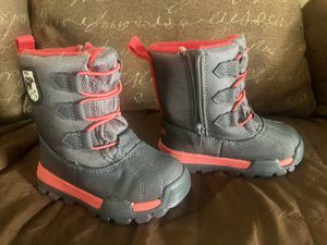 LIKE NEW OSHKOSH TODDLER KIDS SIZE 7 SNOW BOOTS SHOES for Sale in Garden Grove, CA