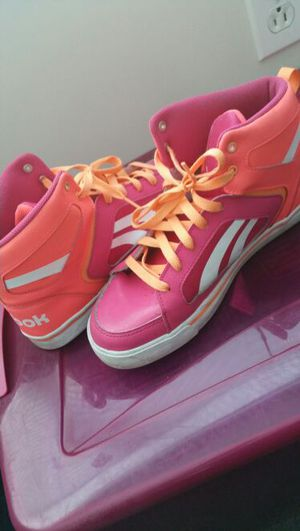 Girls Size 7 Reebok for Sale in Cleveland, OH