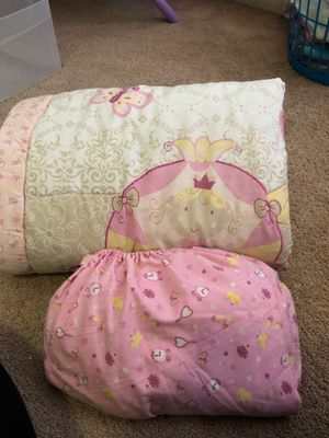 Crib size/Toddler bed sheet cover and thick blanket. for Sale in Ruskin, FL