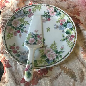 Ceramic Cake Plate. for Sale in Clarksville, MD