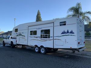 2005 Forest River Wildcat 5th Wheel ( Newly Remodeled ) for Sale in Carmichael, CA