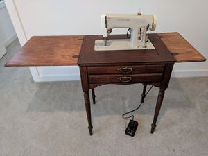 Singer sewing machine for Sale in Apex, NC