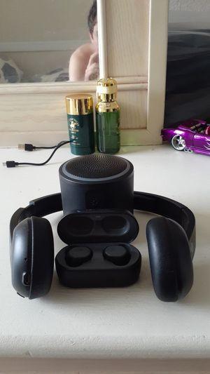 Headphones , speaker, bluetooth device for Sale in Kissimmee, FL