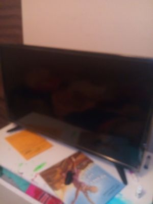 """32 """" TCL ROKU TV for Sale in Columbus, OH"""