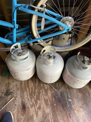 5 empty propane tanks. $10 each for Sale in Tampa, FL