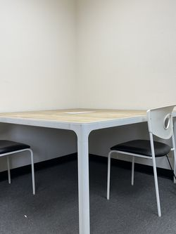 Large Table 55inx55inx28 1/2in for Sale in Whittier,  CA