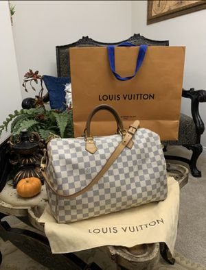 AUTHENTIC LOUIS VUITTON BANDOLIER 35 PLEASE SE PICTURES IS USE BUT STILL MUCH LIFE COMES WHIT DUST BAG ONLY MESAGE ME IF YOU READY TO MET THANK YOU for Sale in Modesto, CA