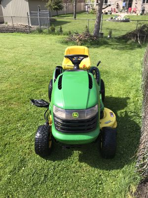 John Deere Tractor Lawn Mower L110 Automatic for Sale in Niles, IL