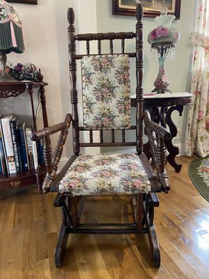 Antique glider chair for Sale in Los Alamitos, CA
