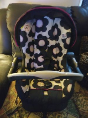 Evenflo baby car seat for Sale in Mount Morris, MI
