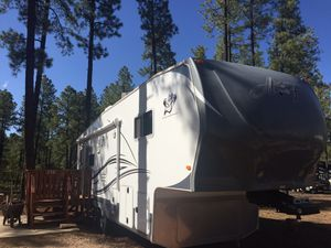 2013 Arctic Fox 5th Wheel , 29-5T, 4 Seasons, Silver Fox Edition, 33 ft. New photo link added. for Sale in Pinetop, AZ