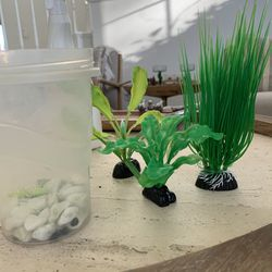 Aquarian Faux Plants Decor Fish tank for Sale in Henderson,  NV