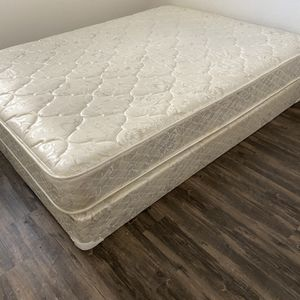 Queen Mattress And Box Spring for Sale in Phoenix, AZ