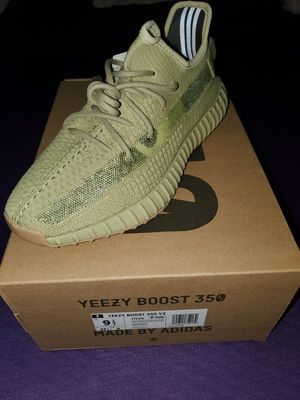 Adidas Yeezy Boost 350 v2 Sulfur (Size9.5) for Sale in Los Angeles, CA