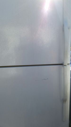 Refrigerator top freezer like new for Sale in Lincolnia, VA