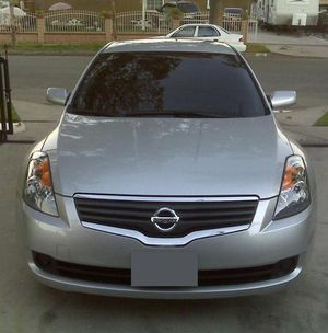 NISSAN ALTIMA 2OO7 clean interior/exterior for Sale in Frederick, MD