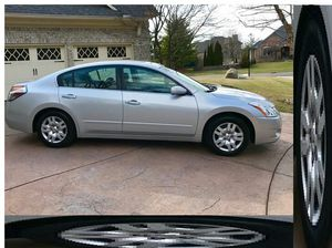 2011 nissan altima for Sale in Elyria, OH