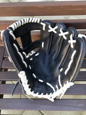 Mizuno baseball glove in new condition equipment bat for Sale in Los Angeles, CA
