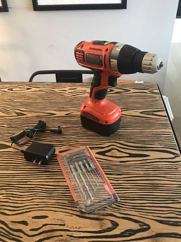 Black & Decker 12v Drill w/ charger